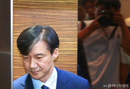 [사진]출근하는 조국 법무장관 후보