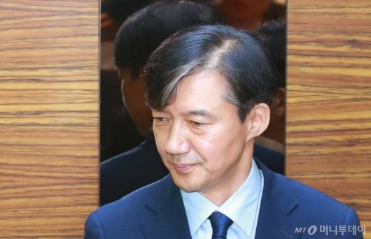 [사진]굳은 표정의 조국 법무부 장관 후보자