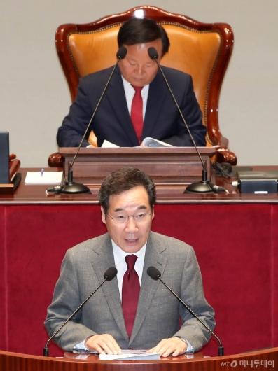 [사진]예결위 발언하는 이낙연 총리