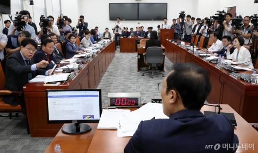 [사진]정개특위 항의하는 장제원