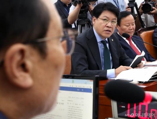 [사진]발언하는 장제원 의원