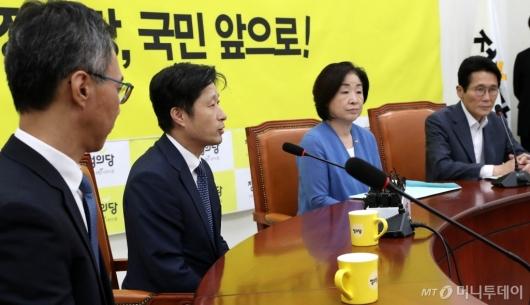 [사진]정의당 방문한 조국 후보자 인사청문회 준비단