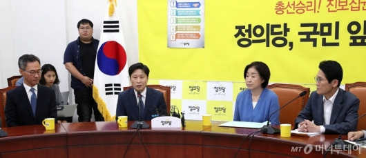 [사진]국회 방문한 조국 후보자 청문회 준비단
