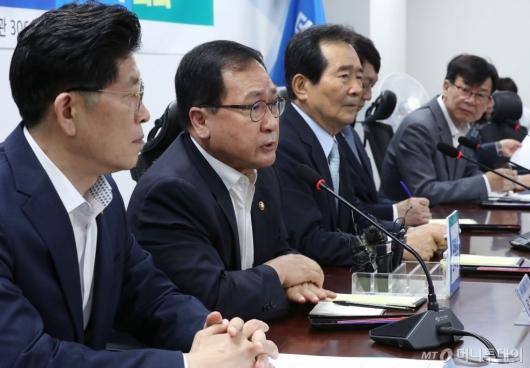 [사진]일본 수출규제 대응 마련하는 유영민