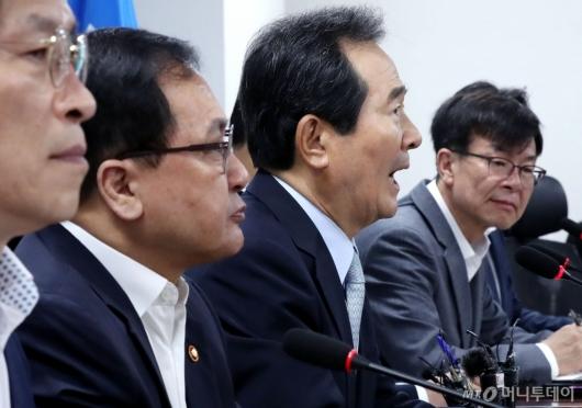 [사진]일본 수출규제 대응 마련하는 정세균