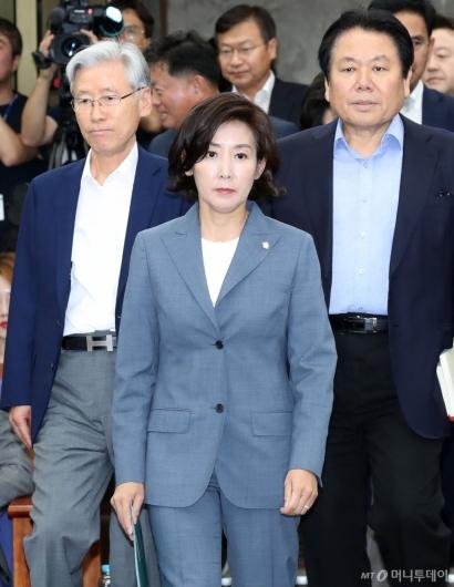 [사진]굳은 표정의 자유한국당