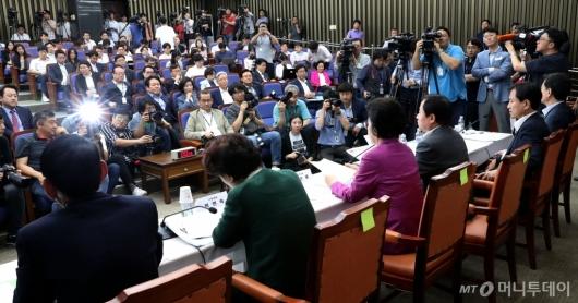 [사진]조국 후보자 각종 의혹 밝히는 자유한국당