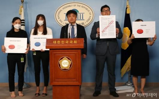 [사진]조국 후보자 딸 논문 관련 기자회견