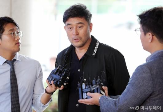 [사진]'보복운전 혐의' 인터뷰하는 최민수