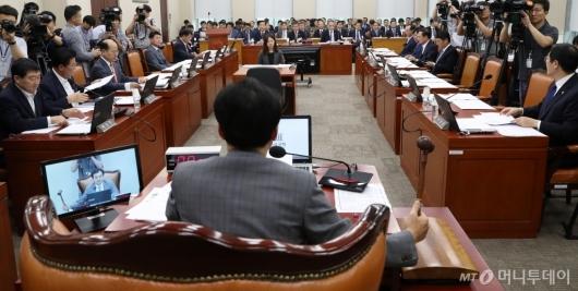 [사진]국방위 전체회의