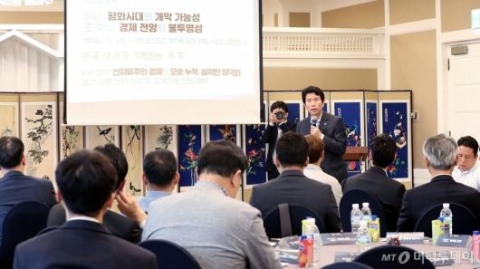 [사진]정책아카데미 강연하는 이인영