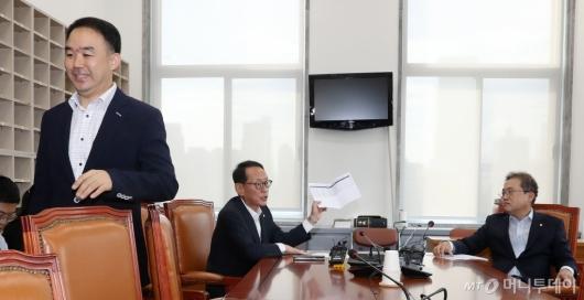 [사진]자리 떠나는 채이배