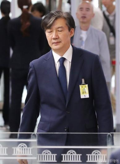 [사진]인사청문회 출석하는 조국 법무장관 후보자