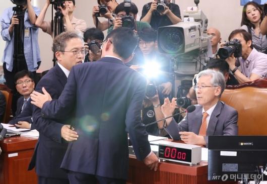 [사진]대화하는 법사위 여·야 간사