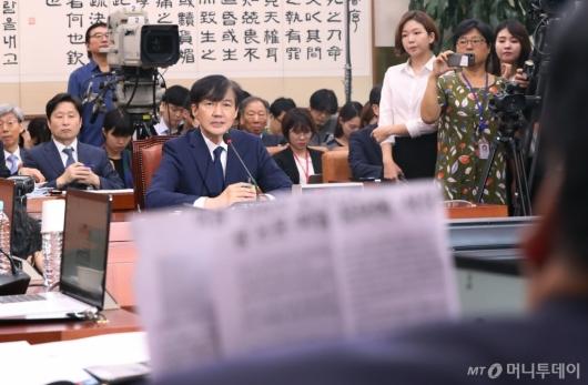 [사진]질문받는 조국 후보자