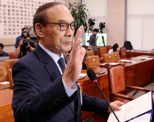 [사진]증인 선서하는 김형갑 웅동학원 이사