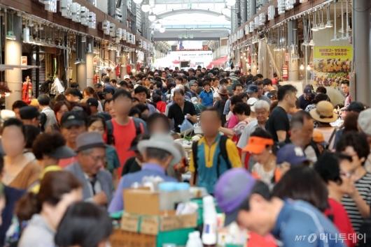 [사진]추석 앞두고 북적이는 전통시장