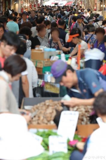 [사진]인파 북적이는 전통시장