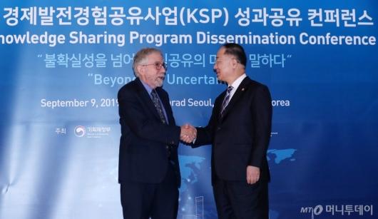 [사진]KSP 성과공유 컨퍼런스서 만난 폴 크루그먼-홍남기