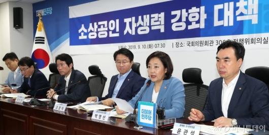 [사진]소상공인 자생력 강화 협의하는 박영선