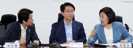 [사진]대화하는 이인영-박영선