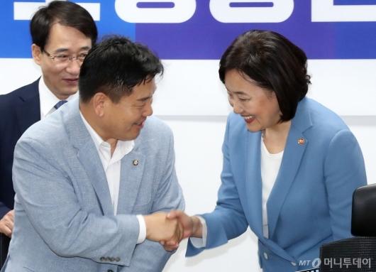 [사진]인사 나누는 박영선-홍의락