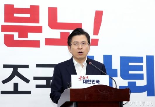 [사진]조국 장관 사퇴 요구하는 황교안 대표