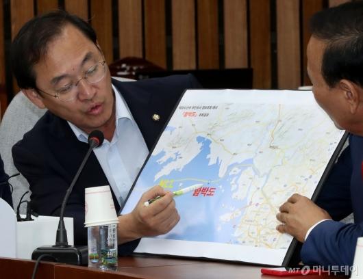 [사진]함박도 관련 발언하는 정유섭 의원