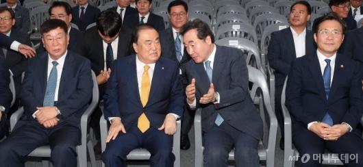 [사진]국회 수소충전소 준공식 참석한 이낙연-문희상