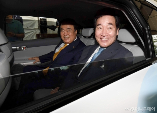 [사진]이낙연-문희상, 수소 택시 탑승