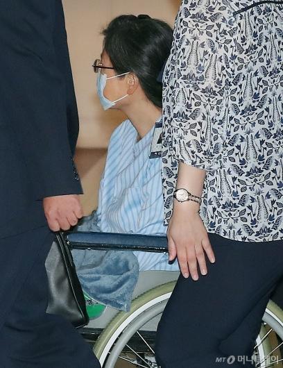 [사진]성모병원 들어서는 박근혜