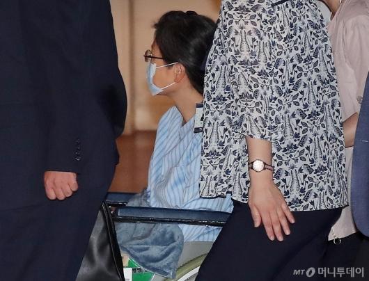 [사진]어깨 수술로 입원하는 박근혜