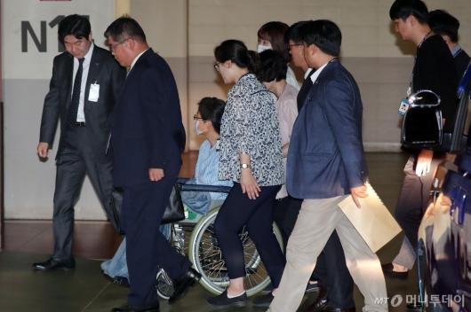 [사진]병원 들어서는 박근혜 전 대통령