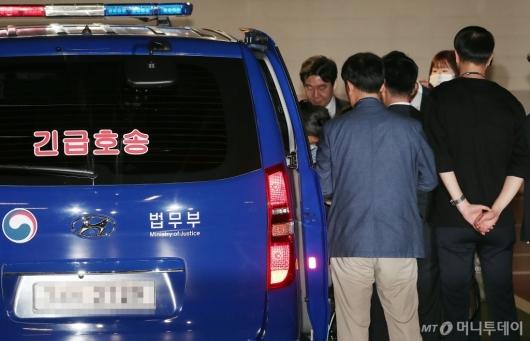 [사진]박근혜 전 대통령 둘러싼 구치소 관계자들