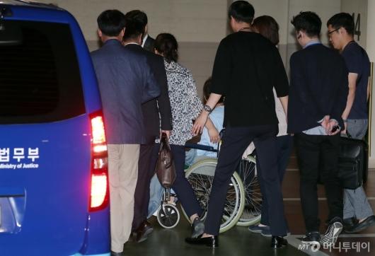 [사진]박근혜 전 대통령 '철통보안'
