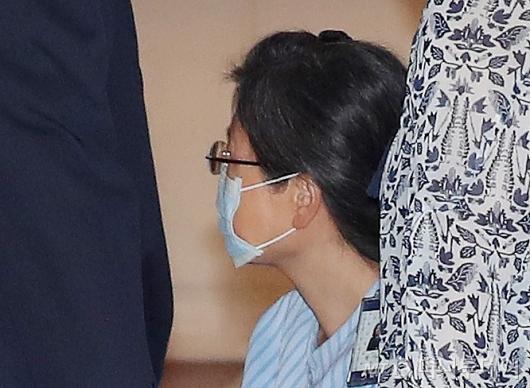 [사진]외부병원 입원하는 박근헤 전 대통령