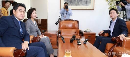 [사진]마주 앉은 교섭단체 원내대표