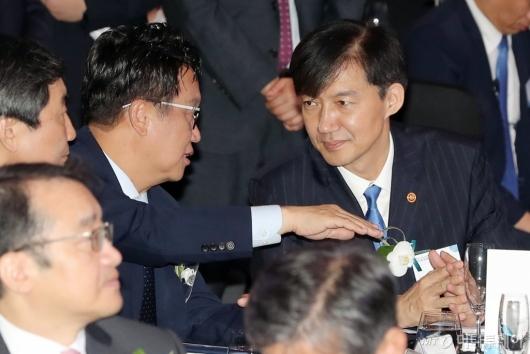 [사진]이야기하는 민병두-조국