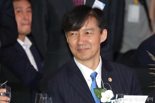 [사진]전자증권제도 시행 기념식 참석한 조국 장관
