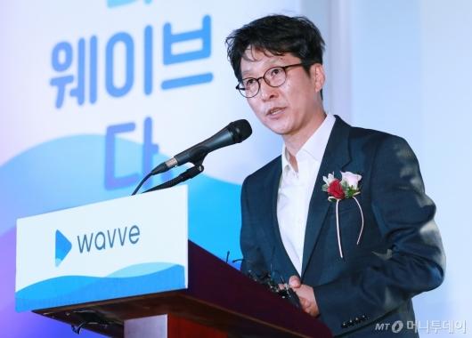 [사진]인사말하는 이태현 콘텐츠웨이브 대표