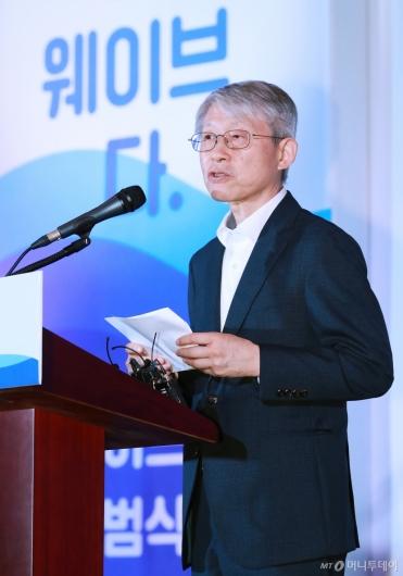[사진]최기영 과기부 장관, 통합 OTT '웨이브' 출범식 참석