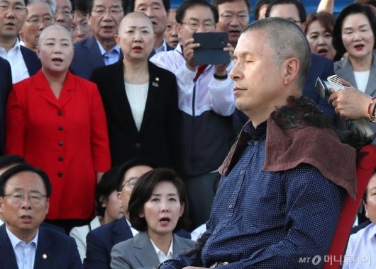 [사진]삭발하는 황교안 대표