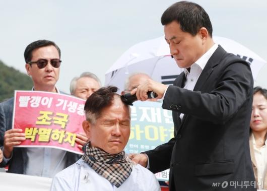 [사진]황교안 이어 김문수도 삭발 동참