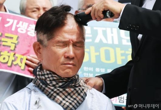 [사진]삭발하는 김문수