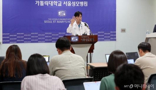 [사진]박근혜 전 대통령 어깨수술 브리핑