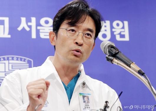 [사진]박 전 대통령 어깨수술 관련 브리핑