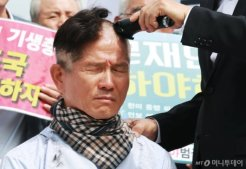 이언주·김문수 '눈물의 삭발'<BR>황교안은 '눈 꼬옥~'