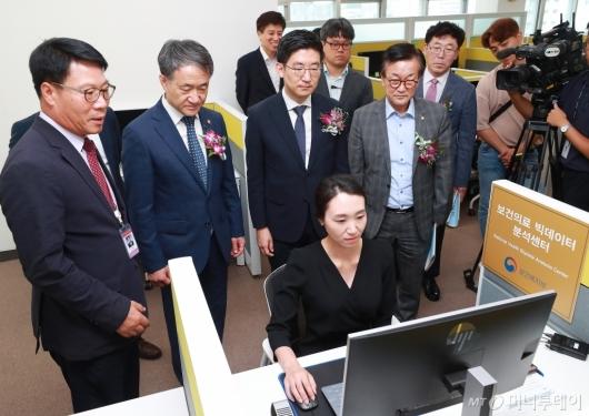 [사진]보건의료 빅데이터 분석센터 찾은 박능후-김세연