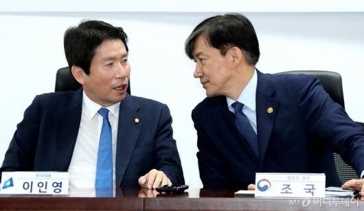[사진]이야기 나누는 이인영-조국
