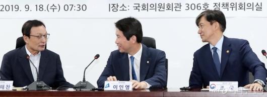 [사진]이야기 나누는 이해찬-이인영-조국